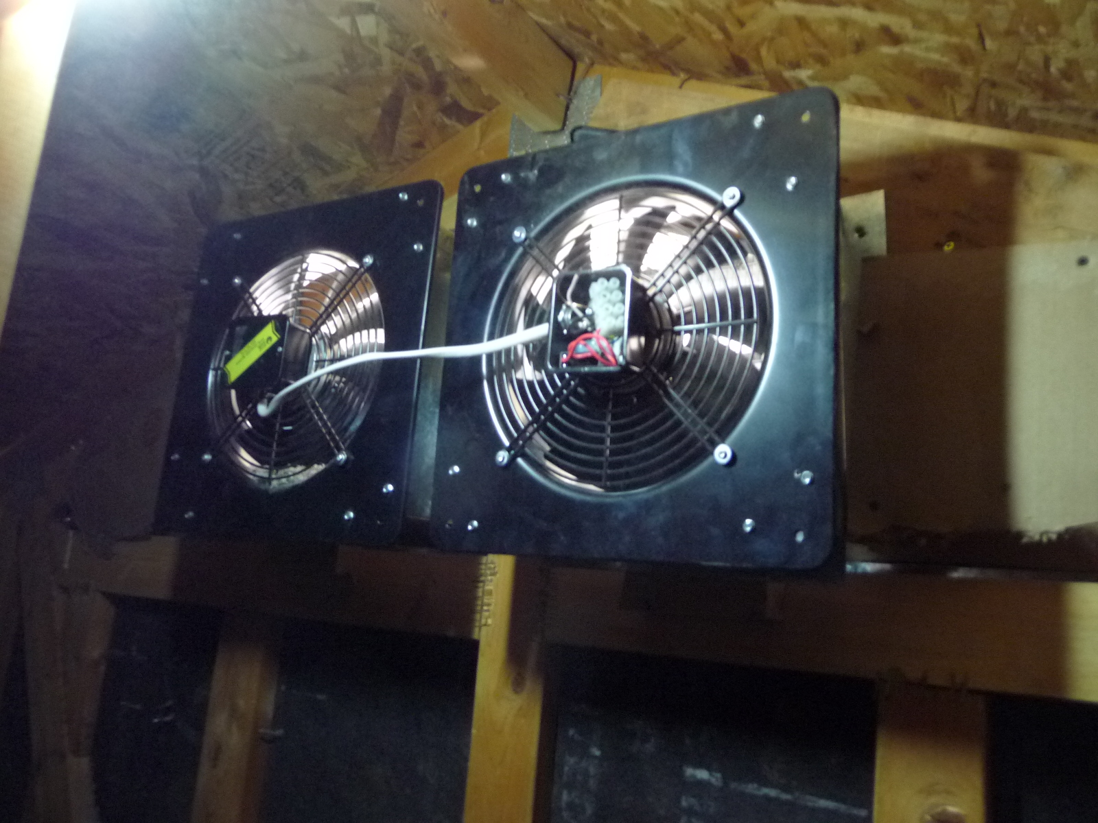 Solar Attic Fan Wall Mount 60w Panel Natural Zincalume Finish Breeze